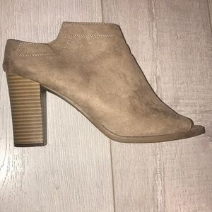 Report goofy tan stacked block heels women's 11